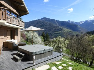 Beautiful Chalet, Fabulous Living Space, Jacuzzi/Sauna, 12 mins to Morzine, Morzine-Avoriaz