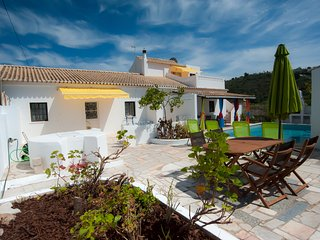 Typical farmhouse with Pool and Jacuzzi; 30 min to the beaches, tranquil