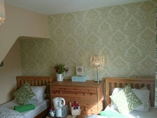 Friendly Irish family home double/twin room with guest WC/ Sitting room, Dublin