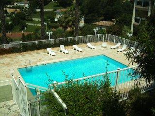 Magnifique 3 pièces de 90m2 avec terrasse dans résidence avec piscine