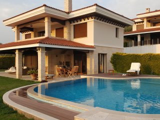 VILLA WITH PRIVATE POOL AND 4 BEDROOMS, Davutlar