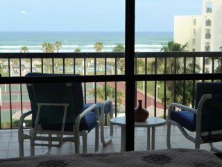 2bd 2 bath sleeps 6 to 8 great ocean views!!, South Padre Island