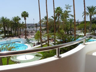 NICE APARTAMENT PLAYA DEL INGLES, TERRACE WITH  SWIMMING POOLS VIEW