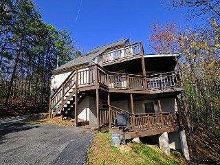 2 bedroom, 2 bathroom, Hot Tub, Woodburning Fireplace, WIFI, Sleeps 6, Gatlinburg