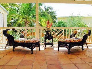 Lovely townhouse 2 steps from Orient Bay Beach under coconut trees shade