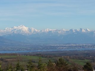Superbe villa, terrasse&jardin, vue Montblanc et lac, pres de GVA, UN, CERN, Ski