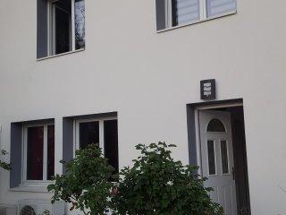 belle maison dans quartier résidentiel