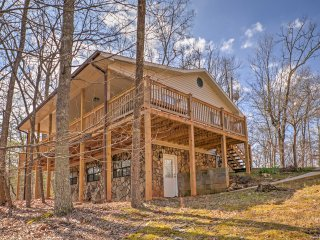 New! 1BR Blairsville Cottage w/ Mountain Views!