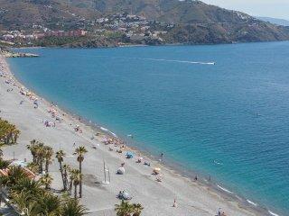 Velilla Beach App. renovado, WiFi, A/C, primera linea de la Playa, Garage !