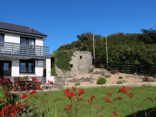 The Lookout - Fabulous Coastal Location With Lovely Garden and Sea Views
