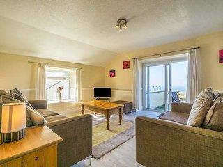 THE COACH HOUSE spacious, en-suite, views, close to beach, WiFi, Sennen Cove