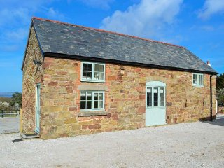 PLAS TIRION COTTAGE, stabling available, close to the beach, WiFi, woodburner, H