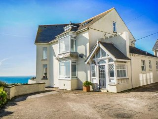 CARN EVE  spacious detached house, five bathrooms, open fire,games room, Sennen