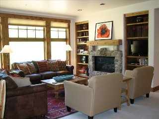 WestWall Lodge B202, Family Friendly, Ski In/Ski Out, Steps from Peachtree Lift!