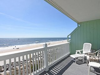 Sunskipper Unit D10 -  Oceanfront penthouse condo with easy beach access, pool