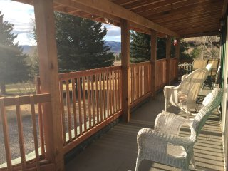 Easy Breezy Guest Cottage on a, working mini ranch,. fly fish, Bozeman