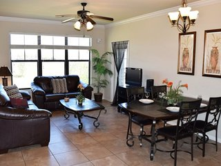 3 Bed Luxury Condo with lake View. 914CP-132