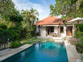 VILLA PAGI. 2 BDRM POOL GARDEN 250 MTRS FROM BEACH