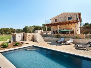Villa Cal Prior with private pool and garden, Pollença