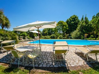 4 bedroom property with pool near the lake Bracciano - Rome. Great garden!!!