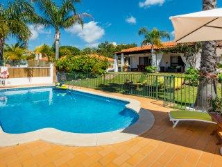 Villa Sol, 3 bedroom private villa with pool in Vale Navio, near Albufeira