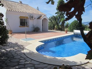 Villa, private heated pool, a/c, internet, good access and outstanding views.