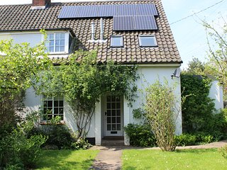 Gorgeous family cottage with a large private garden - sleeps 6