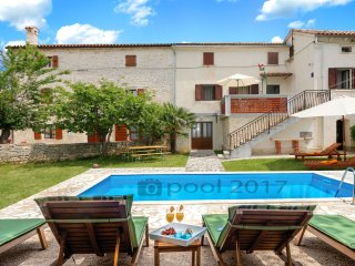 Traditional Istrian house in Peresiji, private swimming pool