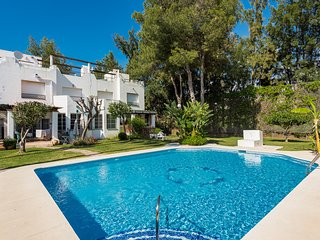 Townhouse 5 minute drive to Beach, Puerto Banus and Golf courses, Nueva Andalucia