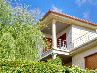 Beautiful house with pool in a quite place close to Areas Beach