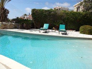 Luxury 4 Bed Villa, Sleeps 8,  Private Infinity Pool, Sea Views & Mountain Views