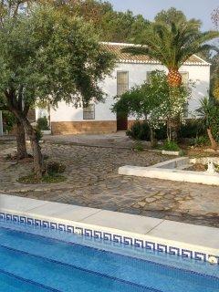 La casa desde la piscina.