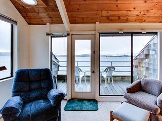 Charming bayfront condo w/shared dock, pool, hot tub - lovely water views!