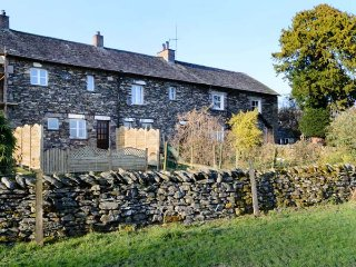 THE HAYLOFT, wonderul barn conversion, two en-suite bedrooms, woodburner