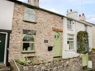 KINGSHEAD COTTAGE mid-terrace, well-appointed, open fire, garden, Llandudno