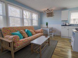 Quaint home w/ shared pool & private deck - walk to Footbridge Beach!