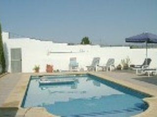 Bright modern apartment , 4 minutes walk from town, Oliva