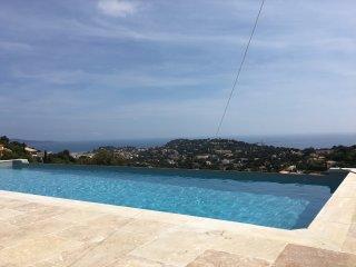 Villla, vue mer panoramique 150o, piscine a debordement 11*4m, chauffee a 28o