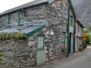 Ten minutes walk from Zip World - old, quirky character cottage.