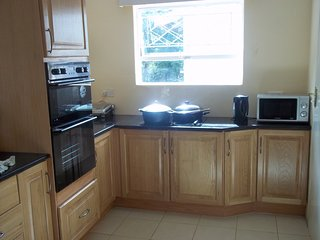 Self Catering furnished 3 BEDS house to let