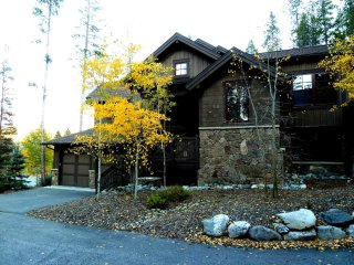 Stunning home w Private hot tub - walk to gondola and town!