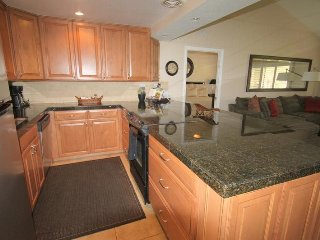 Look at that Kitchen...Perfect for Entertaining!, Palm Desert