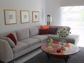Fun, Modern and Close to the Pool...what more can you ask for?!, Palm Desert