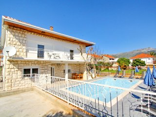 Holiday Home Kosta - Six Bedroom Holiday Home with Pool and Patio, Orebic
