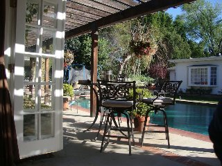2 BD/1 BA  PRIVATE POOLHOUSE OASIS on 1 ACRE ESTATE  • BBQ •SPA•24/7 •laundry