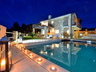 Amazing Villa Elle, 1m from the sea