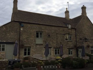 THE KEEPERS ARMS - The Drum & Monkey – King Suite, Quenington