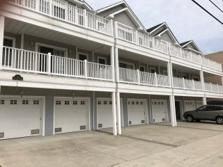 Beach Block Condo, 20 steps to the Beach & Boardwalk, WIFi,BBQ