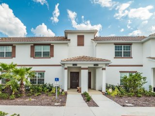 Beautiful 4bd villa in Champions Gate resort near Disney