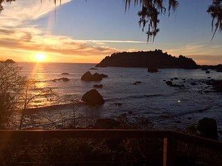 Raven~New Hot Tub, Super Romantic Private Ocean View Getaway!, Trinidad